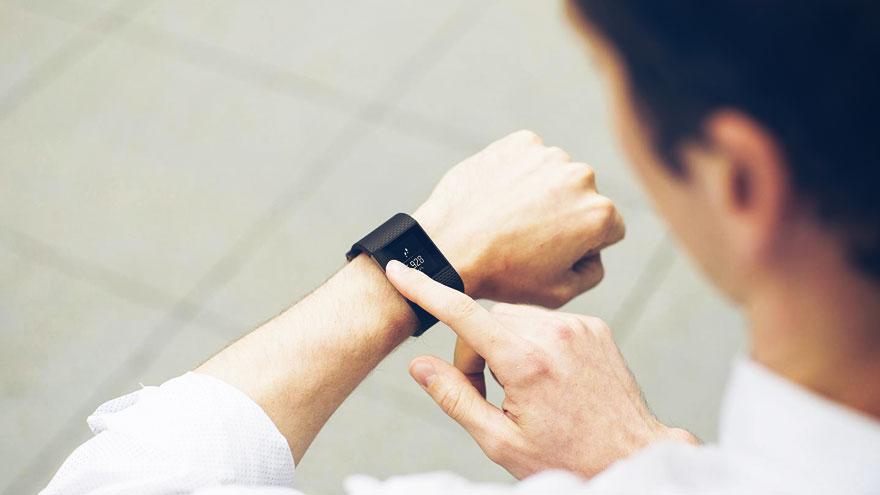02-Fitbit-iot-healthcare