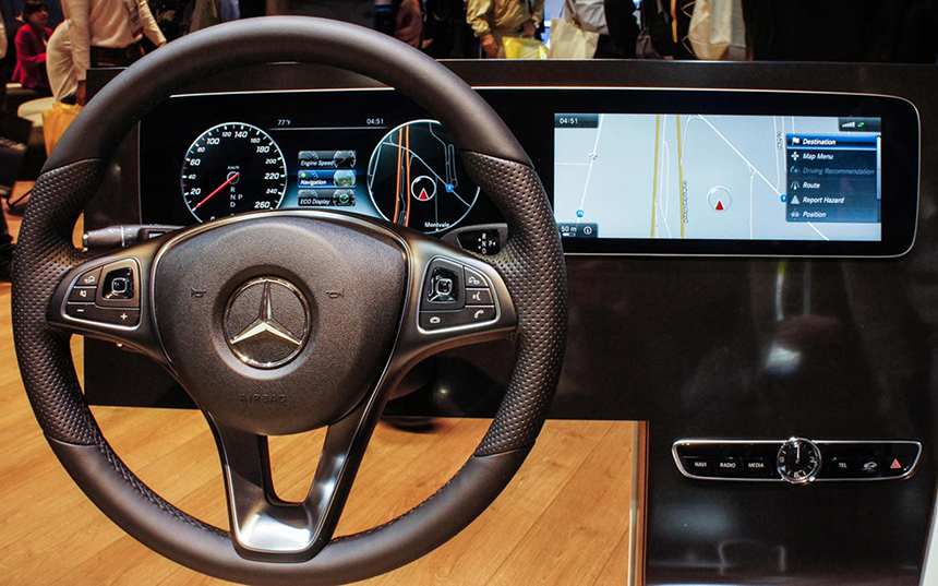 Mercedes-Benz E-C dashboard